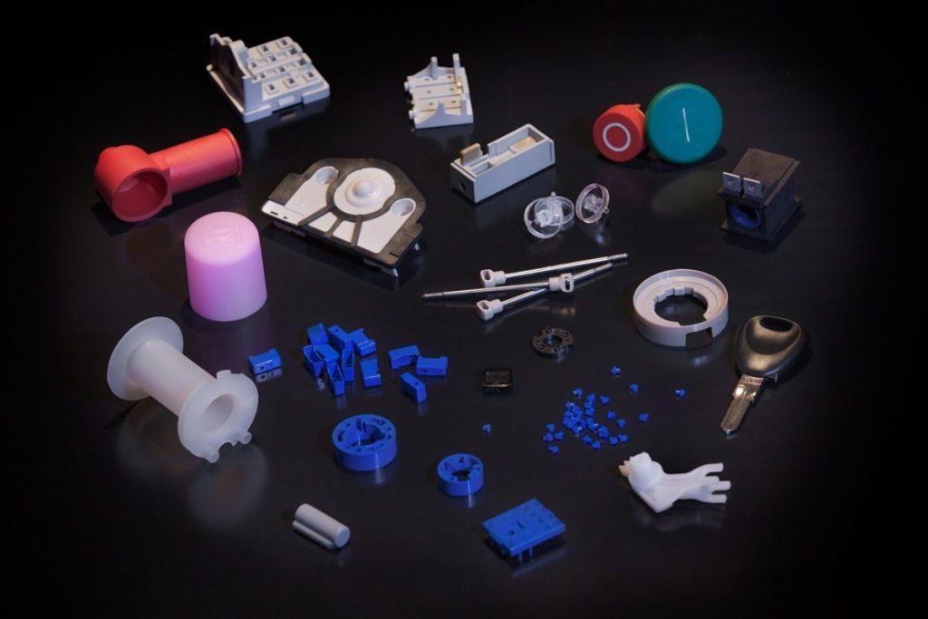 Panel de pièces en plastique (thermoplastiques et thermodurcissables) moulées par injection